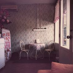 #DecorSpotting - Vintage Vignette For those of us lost in the past a cozy vintage nook of floral wallpapers and tea-party seating has such an undeniable pull.  by @jia392