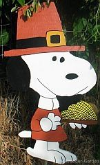 PEANUTS THANKSGIVING YARD CRAFT,,,SNOOPY