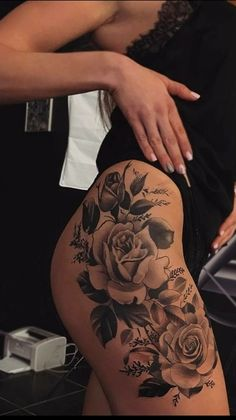 29 Popular And Sexy Floral Hip Tattoo Designs - Page 27 of 29 - Chic Hostess Band Tattoos, Side Tattoos, Body Art Tattoos, Tribal Tattoos, Tattoo Ink, Tatoos, Hip Thigh Tattoos, Hip Tattoos Women, Rose Tattoo Thigh