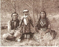Great photo! Samson and Leah Beaver and their daughter Frances Louise. Foto, Mary Schäffer, 1906