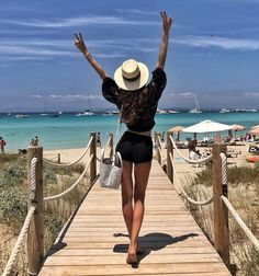 "111.2 tis. To se mi líbí, 548 komentářů – Izabel Goulart (@izabelgoulart) na Instagramu: ""Hola ibiza  Let the summer begin ! Olá Ibiza☀️!! E o verão chegou! #spain #ibiza #dayoff…"""