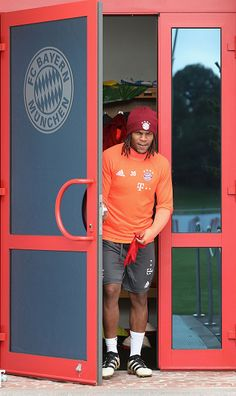 Renato Sanches of FC Bayern Muenchen arrives for a training session at the Saebener Strasse training ground on October 13 2016 in Munich Germany Lewandowski, Munich Germany, Baseball Cards, Sports, October, Training, Soccer, Fc Bayern Munich, Hs Sports