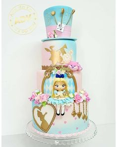 Super Cupcakes Disney Alice In Wonderland Ideas Fondant Cupcakes, Fondant Girl, Wedding Cakes With Cupcakes, Alice In Wonderland Tea Party Birthday, Alice In Wonderland Cakes, Wonderland Party, Cool Birthday Cakes, Birthday Cupcakes, Birthday Kids