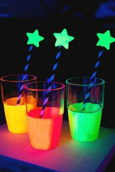 Glow in the Dark Drink Cup Craft. Kids Glow in the Dark Party Ideas. Neon Sweet theme, Summer Rage, Birthday Celebration and More. Glow In Dark Party, Glow Party, Disco Party, Neon Birthday, 13th Birthday Parties, Birthday Celebration, Neon Sweet 16, Unicorn Food, Blacklight Party