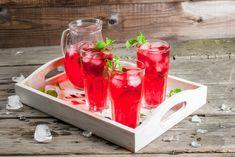 Házi eperszörp - Recept | Femina Mojito, Izu, Plastic Cutting Board, Hacks, Make It Yourself, How To Make, Food, Summer Dinner Parties, Raspberries