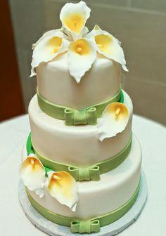Sucre Wedding cake w/lillies