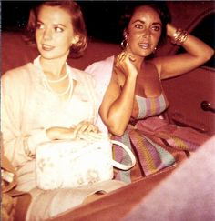 Natalie Wood and Elizabeth Taylor ………………..For more classic 60's and 70's pics please visit and like my Facebook Page at https://www.facebook.com/pages/Roberts-World/143408802354196