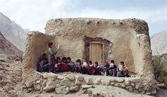 Köyün yıkık bir evine çökmüş, kitap okunmaktadır. okuldur,bilimdir,ilimdir.../Afganistan Love People, Memes, Mount Rushmore, Mountains, Nature, Afganistan, Photography, Travel, Painting