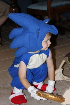 This was the last year that we figured we would get to decide what our son got to be for Halloween, and in keeping with the geeky theme that was set for previous years, we decided on Sonic the Hedg… Sonic The Hedgehog Halloween Costume, Sonic Costume, Happy Halloween, Toddler Costumes, Diy Costumes, Halloween Costumes, Sonic Shoes, Sonic Birthday Parties, Baby Slippers