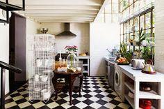 Le motif du damier noir et blanc et un grand classique depuis de nombreuses années (surtout dans les habitations des années 50).     D'aill...