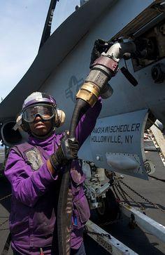 Airman Recruit Chelsea Heard fuels an F/A-18C Hornet from the Golden Dragons of Strike Fighter Squadron (VFA) 192 on the flight deck of the Nimitz-class aircraft carrier USS John C. Stennis (CVN 74).