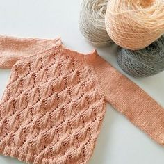 This is unbelievably cute! Makes a me want to start knitting again. •B a b y S i z e•
