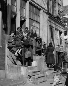 1950. Neighborhood gathering in the Jordaan in Amsterdam. Photo Kees Scherer. #amsterdam #1950 #jordaan