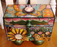 Diane Salter Blog-- mixed media, really good ideas/tutorials. Tells you her fav products, nice step-by-step