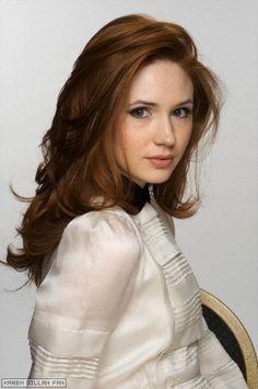 Karen Gillan is bringing pale skin back and I love it! Also, I want her hair. Karen Sheila Gillan, Karen Gillan Dr Who, Beautiful Redhead, Gorgeous Girl, Pale Skin, Ginger Hair, Pretty People, Her Hair, Redheads