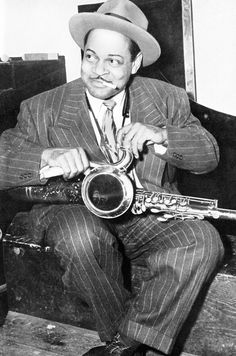 After touring Europe as a solo performer, Hawkins returned to the US and in the fall of 1939 recorded Body and Soul, which was a huge success, so much so, that readers of DownBeat voted him best tenor saxophonist of the year. Music Is Life, New Music, Good Music, Jazz Artists, Jazz Musicians, Jazz Blues, Blues Music, Melody Gardot, Coleman Hawkins