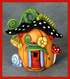 polymer clay fairy house by viola Polymer Clay Kunst, Polymer Clay Fairy, Polymer Clay Projects, Polymer Clay Creations, Diy Clay, Clay Fairy House, Fairy Houses, Gnome House, Cute Little Houses