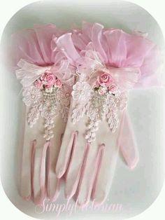 Vintage Shabby Pink ❤ Wil jij ook gepimpte handschoenen? We helpen je graag met ideeën en onze coupeuse kan van alles voor je maken/ aanpassen.