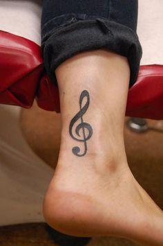Tatouage cheville clé de sol - tattoo pied