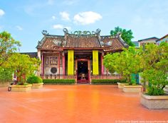 Chinese temple near the Chao Phraya in Bangkok.