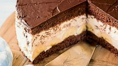 Bananen-Schoko-Torte Banana chocolate cake - recipes - weekly paper for agriculture & country life Chocolate Covered Bananas Frozen, Frozen Chocolate, Chocolate Cake, Banoffee Pie, Banana Split Bites, Nutella, Tartiflette Recipe, Flaky Pastry, Mince Pies
