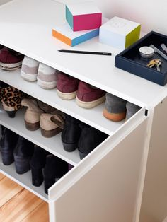 Fleksibelt skoskap Storage Stool, Shoe Storage, Walk In Closet, Shoe Closet, Ikea Pax, Cool Ideas, Modern Kitchen Design, Mudroom, Shoe Rack