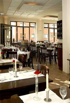 Hotel Auerstein - Heidelberg, Baden-Württemberg, Deutschland. Restaurant/Frühstücksraum Conference Room, Restaurant, Places, Table, Furniture, Home Decor, Heidelberg, Bathing, Germany