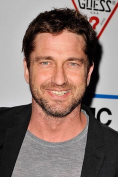 From Gerry's Russian fans - the girls at gbutler.ru collected some beautiful shots of Gerry at 2012 Toronto International Film Festival. I know there are a lot of ladies in the clean-shaven Gerry club, but as for me? I'm thrilled to see the return of the scruff. <3