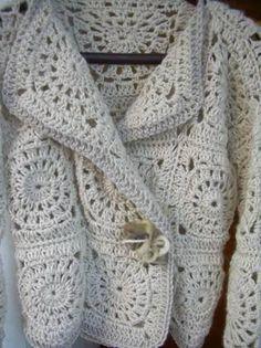 Häkelmuster-Fundgrube: Jacke aus weißen Granny Squares