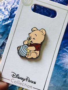 Winnie the Pooh Pin Disney trading pin Disney Pins Sets, Disney Trading Pins, Cute Disney, Disney Art, Broches Disney, Disney Patches, Disney Pin Collections, Disneyland Pins, Disney Jewelry