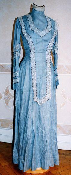 Blue linen dress, ca 1910