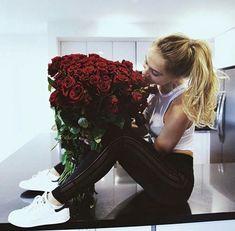 Yo sabía bien que enamorarme traería problemas, y aún así me perdí en… #romance # Romance # amreading # books # wattpad