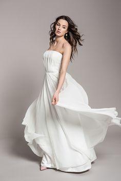 Zwiewna i lekka suknia ślubna.