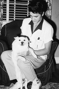 "Elvis is pictured with his dog ""Boy"" in the living room of his rented home on 1414 Getwell Street in Memphis, TN in mid-July 1955. He had a two-week break from touring to relax, and record ""Mystery Train"" at SUN Studio. See the UNCROPPED photo here: https://www.pinterest.de/pin/380906080975641487/ Also see: https://de.pinterest.com/pin/380906080966759303/ and https://de.pinterest.com/pin/380906080959357021/"