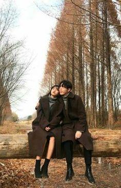 #wattpad #lng-mn Tên truyện : Gọi tên em Thể loại : Ngôn tình (HE, SE, OE, tới kết rồi biết =)) ) Số chương : chưa xác định Trạng thái : on- going Tác giả : Celie (đã được sự cho phép của tác giả) Couple Posing, Couple Shoot, Couple Ulzzang, Couple Aesthetic, Girl Couple, Couple Outfits, Couple Clothes, Korean Couple, Fashion Couple