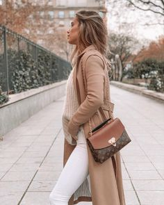 Winter Fashion Outfits, Fall Outfits, Casual Outfits, Look Casual Otoño, Beige Dress Outfit, Balmain Dress, Looks Chic, Mode Outfits, Street Style