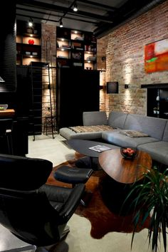 Urban Industrial Decor Tips From The Pros Have you been thinking about making changes to your home? Are you looking at hiring an interior designer to help you? Vintage Industrial Decor, Industrial Living, Industrial Interiors, Modern Industrial, Industrial Design, Kitchen Industrial, Industrial Bedroom, Industrial Lamps, Industrial Office