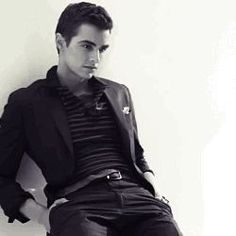Dave Franco. ♡ holy hottness.... I'll have his babies,I volunteer