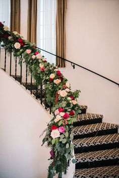 Top 40 Staircase Garland Designs For Christmas