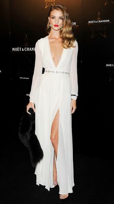 b6edaf418fb Rosie Huntington-Whiteley Stuns in a Burberry Gown
