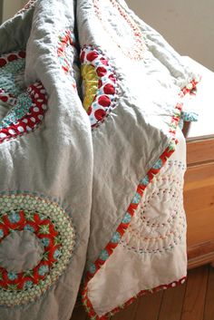 Circles and Dots Handmade Quilt Idea, applique concentric circles, easy, cheerful project