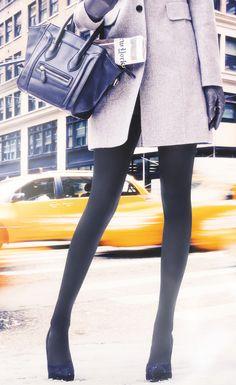 Warm Up | Wärmt Ihre Beine und Füße! Sinkende Temperaturen, steigendes Wohlbefinden. Die KUNERT WARM UP Strümpfe sorgen auch an kühlen Tagen für ein angenehmes Wohlfühlklima. Denn durch die wärmespeichernde Faser werden die Beine aktiv gewärmt. In den Socken sorgen Kapokfasern für eine hohe Wärmeisolation.