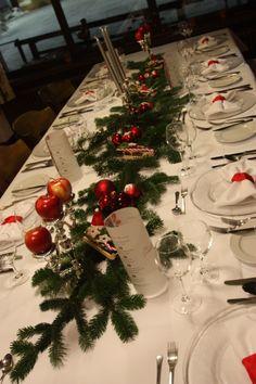 Weihnachtsabend, Festtafel im Jagdstüberl im Seehaus, Riessersee Hotel Resort Garmisch-Partenkirchen, Bayern - Christmas Eve table decoration