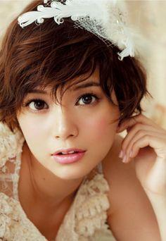 Asian bridal hair and makeup Asian Short Hair, Short Hair Cuts, Short Hair Styles, Popular Short Hairstyles, Asian Hairstyles, Asian Bridal, Short Wedding Hair, Pretty Face, Asian Woman