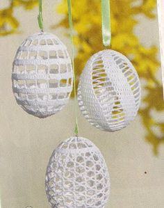 After the crochet of the eggs the eggshells are broken and remove. But before the removing don´t forget the completed work to starch. The next Easter eggs made Mrs. Zuzana Kubeková from slovakia.Handcrafted Easter eggs decorated w bobbin lace & crochete Crochet Ornaments, Crochet Snowflakes, Holiday Crochet, Crochet Home, Easter Projects, Easter Crafts, Thread Crochet, Filet Crochet, Easter Crochet Patterns