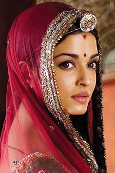 What Makes a Perfect Summer Theme Wedding? Actress Aishwarya Rai, Aishwarya Rai Bachchan, Bollywood Actress, Most Beautiful Indian Actress, Most Beautiful Women, Beautiful Dresses, Jodhaa Akbar, Bridal Portrait Poses, Indian Wedding Hairstyles