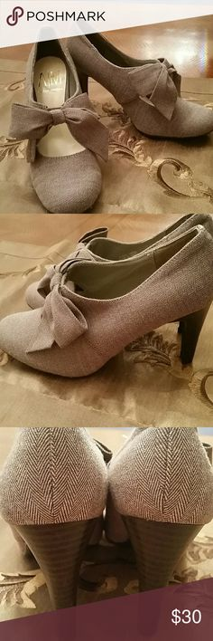 NWOT, Ann Marino Light Brown Fabric Shoes with Bow Adorable Light  Brown Fabric Shoes with matching Fabric Bow.  3 inch dark brown heel. Perfect condition.  No Box.  Size 6M Ann Marino Shoes Heels