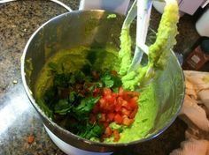 GUACAMOLE RECIPE super easy..kitchen aid style! Kitchen Mixer, Kitchen Aide Mixer Recipes, Stand Mixer Recipes, Homemade Guacamole, Fresh Guacamole, Dressing, Food Hacks, Blenders, Mexican Food Recipes