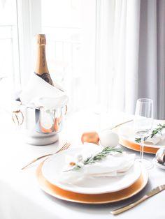 Jouluinen kattaus ja ripaus kultaa - In my ballerines Christmas Table Decorations, Blog, Ballet Flats, Blogging, Christmas Tablescapes