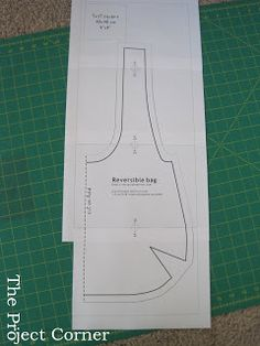 Free Reversible Tote pattern/tutorial diy bag and purse Sewing Hacks, Sewing Tutorials, Sewing Projects, Hobo Bag Tutorials, Sewing Tips, Bag Pattern Free, Tote Pattern, Pattern Sewing, Pattern Ideas